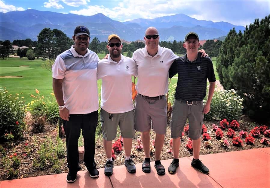 4 golfers E1